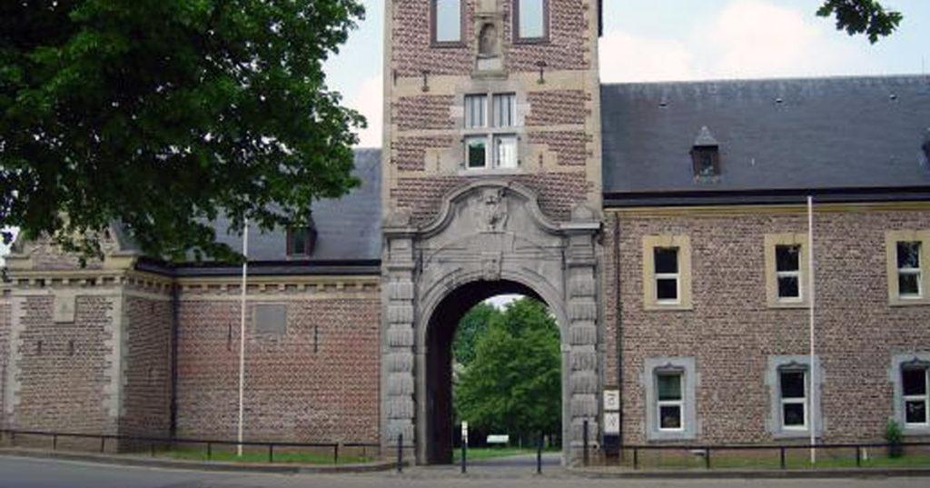 La Maison des Apôtres d'Alden Biesen : un gîte maudit pour les visiteurs indésirables