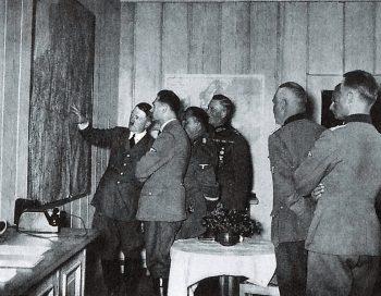 Hitler au bunker de Bruly-de-Pesche en mai 1940.